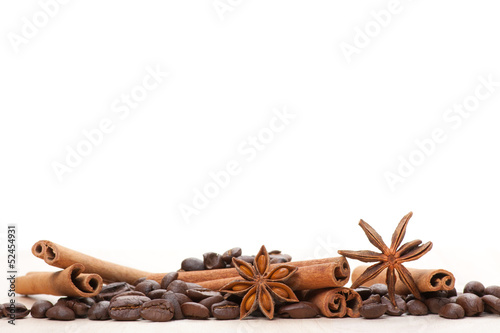 Coffee and star anise on white - 52454931