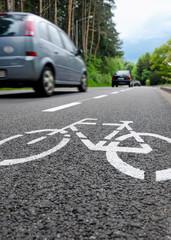 Fahrradweg Radweg mit Autos - Bike Lane with Cars