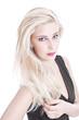 Blondine mit langen glatten Haaren isoliert