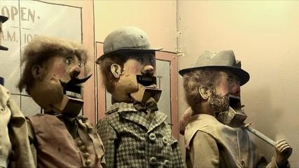Singing men of the mechanical game dioramas