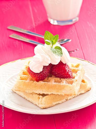 Brüssler Waffeln mit Erdbeeren und Schlagsahne.
