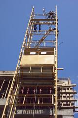 Montage des Baustellenaufzuges
