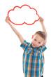 Witziger kleiner Junge mit einem Schild isoliert