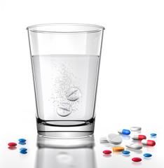 farbige Tabletten und Wasserglas