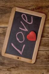 деревянная дощечка с надписью любовь