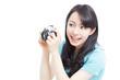 写真を撮る女性