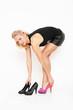 junge Frau mit Schuhen