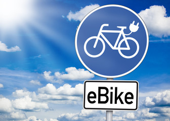 Verkehrsschild mit E-Bike