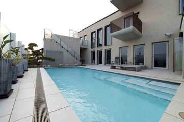 プールのある豪邸-5