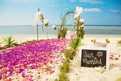 Flower decoration at the beach wedding venue