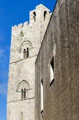 torre con campane nel villaggio di Erice in Sicilia