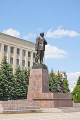 Памятник Ленину в центре города Ставрополя