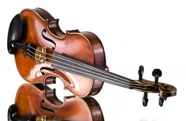 Alte Violine auf Spiegel