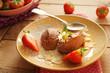 Mousse au chocolat mit Erdbeeren