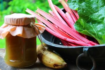 marmelade von rhabarber und banane