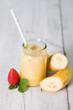 Bananensmoothie mit Erdbeeren