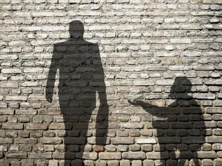 ombres de mendiant et businessman