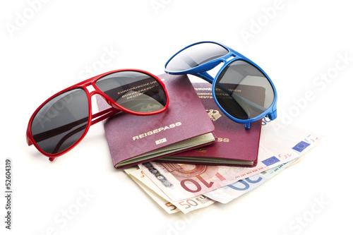 Deutsche Reisepässe, Sonnebrillen, Geldscheine