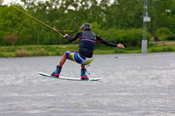 wakeboard ou ski nautique sur lac