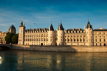 Conciergerie à Paris