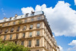 Haus und Bäume in Paris, Frankreich