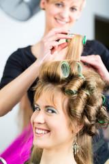 Frauen beim Friseur