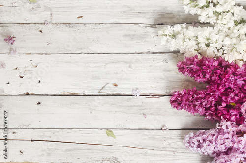 Foto op Canvas Lilac wood background with lilac flowers