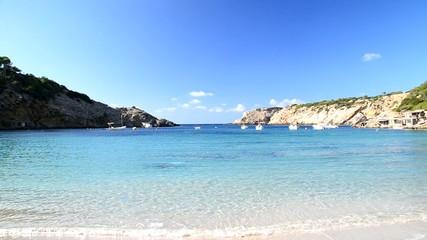 Paisaje en la playa de Cala Vadella, Ibiza, España