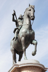 bronze statue of King Philip III