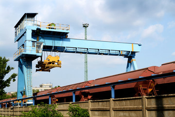 Large industrial crane for cargo containers
