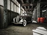 Fototapety oldtimer in einer alten fabrikhalle