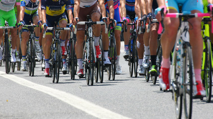 cyclists with sports during abbiglaimento during a challenging r