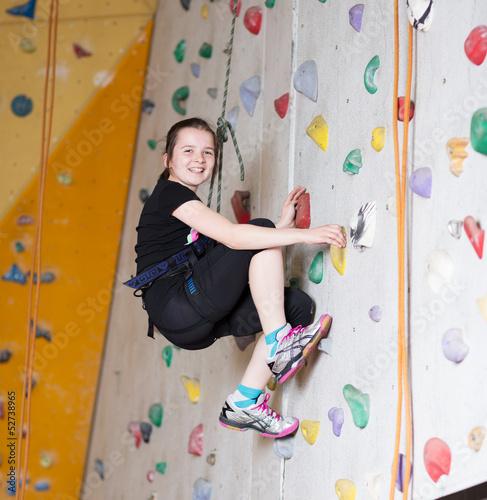 Leinwandbild Motiv Mädchen an der Kletterwand