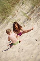 frère et soeur dans les dunes