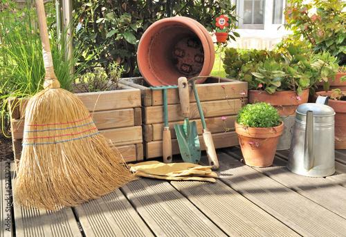 divers accessoires  de jardin en terrasse - 52753722