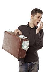 Парень с чемоданом денег