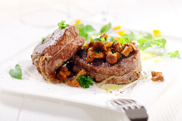 Medallions of fillet steak with wild mushrooms