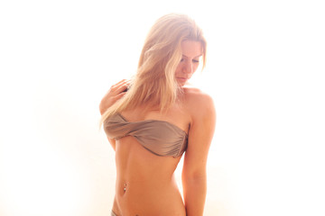 hübsches Model im Bikini