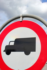 Verkehrszeichen Einfahrt Verboten für Schwerfahrzeuge
