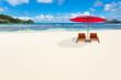 détente sur plage paradisiaque aux Seychelles