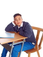 junge im klassenzimmer