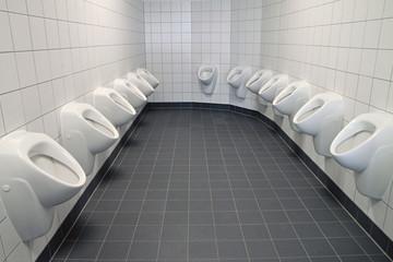 zwei reihen urinale