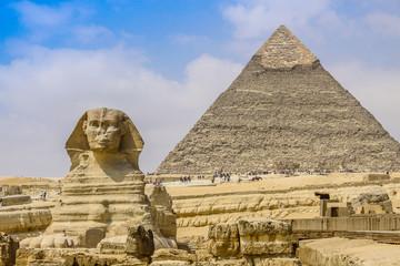 Sfinks i Wielkiej Piramidy w Egipcie