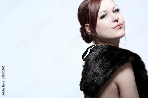 Frauenportrait mit Pelzkragen