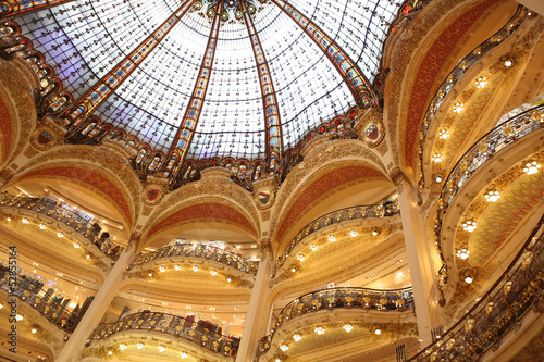 Part of the floors and of the beautiful arch in the famous shopp