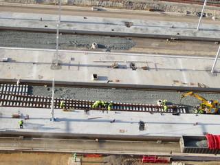 construcción de infraestructura ferroviaria y estación