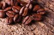 Kaffeebohnen auf Holz - Makro