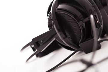 Closeup image of big black headphones