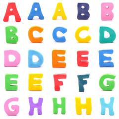 Stehende bunte Knetbuchstaben isoliert auf weiß (1/3)