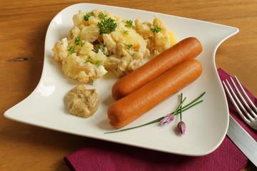 hausgemachter Kartoffelsalat mit Bockwürstchen